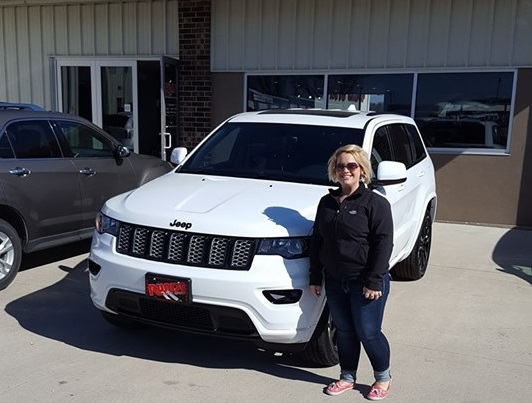 Dyersville Iowa Jeep Cherokee Dealership